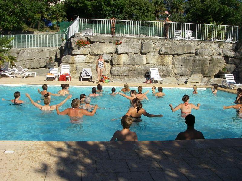 la piscine au camping les roches sud ardche 07
